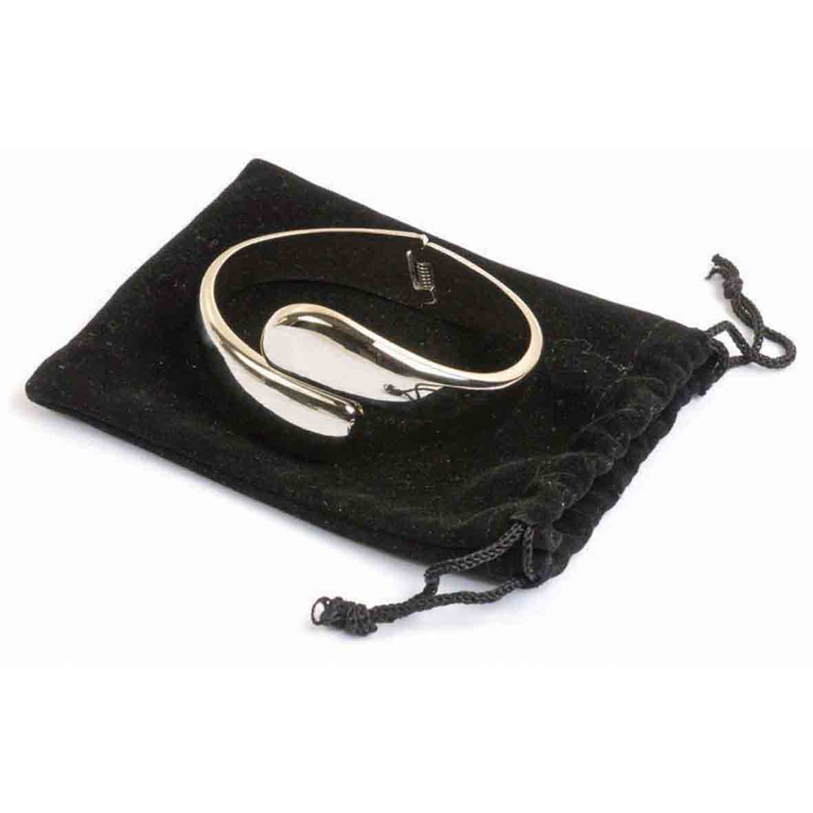 Metal bag hanger and bracelet in pouch sip-13900